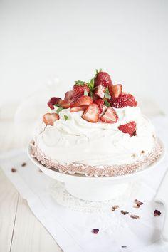 Pavlova strawberries and rhubarb by Pop & Sugar Sweet Desserts, Just Desserts, Sweet Recipes, Dessert Recipes, Strawberry Pavlova, Strawberry Sweets, Yummy Treats, Sweet Treats, Yummy Food