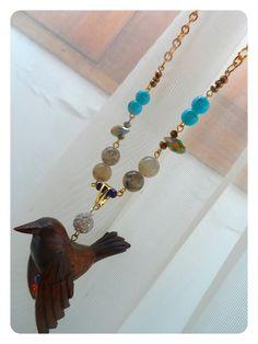 Collar en piedras semi-preciosas y dije tallado en madera. Colección I love Salamina. Producto exclusivo RIOS URBANOS