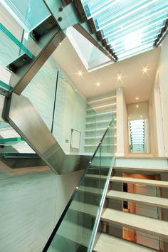 Peek Architecture: Ennismore Mews, London: Glass & steel staircase