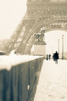 Paris in the Winter.....some day I'll walk on this path with these people, and I shall be happy