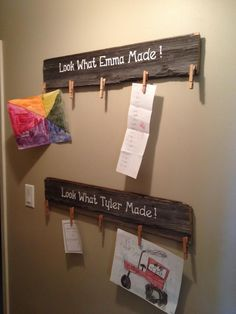 Hang children's artwork with this DIY furniture made from wooden pallets. Diy Furniture Making, Diy Pallet Furniture, Furniture Projects, Playhouse Furniture, Pallet Playhouse, Playroom Furniture, Furniture Buyers, Furniture Dolly, Pipe Furniture