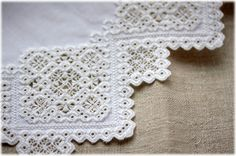 A closer look at the collar lace