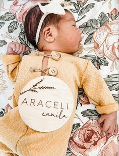 Baby Name Signs, Baby Names, Baby Name Announcement, Pregnancy Announcements, Newborn Photography Props, Newborn Photos, Gorgeous Girl Names, Baby Name Reveal, Wood Circles