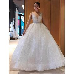 """Mi piace"": 4,528, commenti: 38 - Lazaro (@lazarobridal) su Instagram: ""Her Cinderella moment #style3662 #kasuminwedding @kasuminwedding #weddingdressshopping…"""