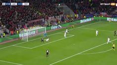 Tottenham #goalkeeper #HugoLloris pulled off one of the finest #saves you'll ever see when denying #Chicharito a sure tap-in. #soccersaves #goalkeeper #Tottenham #BayernLeverkusen #Leverkusen #nogoal