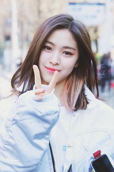 있지 #itzy ✰ #류진 #ryujin South Korean Girls, Korean Girl Groups, Cool Girl, My Girl, K Pop, Korean Hair Color, Korean Princess, Rapper, Queen