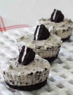 Can't get much easier than no-bake cupcakes! These Gluten-Free Cookies n' Creme Cheesecake Cupcakes were made using a Gluten-Free Fudge Creme Sandwich Cookie known as KinniToos which are guaranteed to be vegan-friendly, nut-free, and dairy-free. The cookies are crumbled up and used as the cheesecake crust and then mixed in with cream cheese, heavy cream, sugar, and vanilla to prepare the creamy Cookies n' Creme Cheesecake Filling which is then scooped on top of the cookie crust and then…