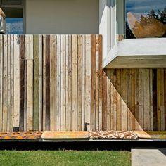 Une maison en verre et en béton au cœur de la nature luxuriante africaine