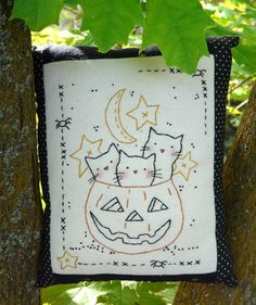 3 Cats in Halloween pumpkin Stitchery sheet E pattern - primitive PDF pillow embroidery. $3,99, via Etsy.