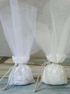 Χειροποίητη μπομπονιέρα γάμου πουγκί με κορδόνι, annassecret, Χειροποιητες μπομπονιερες γαμου, Χειροποιητες μπομπονιερες βαπτισης Wedding Glasses, Wedding Favors, Wedding Gifts, Crafts Beautiful, Beautiful Pictures, Mary, Gift Wrapping, Events, Weddings