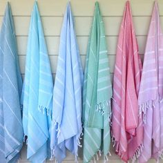 Turkish towels (also known as pestemals or hammam towels) are traditionally used in hammams, forming part of the strong cultural tradition of the turkish bath. They are lightweight, absorbent and quic. Cheap Bathrooms, Budget Bathroom, Bathroom Wall Decor, Marble Bathrooms, Clearwater Pools, Tropical Bathroom, Turkish Bath Towels, Luanna, Towel Wrap