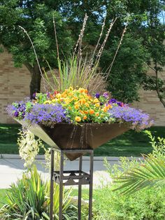 Stand out with an upside down pyramid pot, full of color! www.earlmay.com