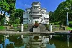 https://flic.kr/p/pYbtW5 | Villa Isola - Bandung, West Java, Indonesia | The Art Deco Villa Isola, designed 1932-1933 by Wolff Schoemaker.