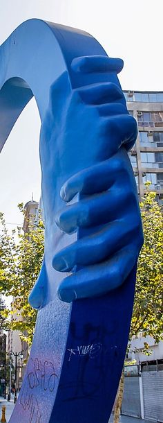 Monumento a la Amistad - Obra de: Osvaldo Peña - Año 2000 Sculptures, Photography, Urban Intervention, Santiago, Friendship, Street, Urban, Places, Photograph