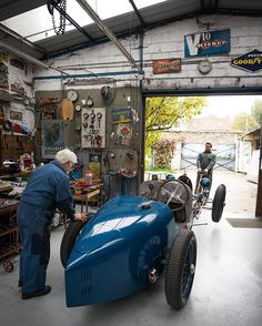 WEBSTA @ journeesdautomne - Our friend, the Bugatti ace Fred Novo working on one of the Grand Prix cars that attend our annual event. The family has been working on Bugatti Grand Prix for three generations, the first one with Ettore Bugatti himself.... .#drivetastefully #bugatti #bugattigrandprix #Prewarcar .picture by #followedmagazine