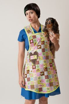 {Vintage style apron with dachshund pattern} cuteness! both the apron + the doxie :)