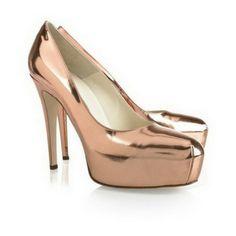 zapato con plataforma color rosa palo efecto de espejo