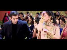 Saajanji Ghar Aaye from Kuch Kuch Hota Hai (I'm a sucker for these wedding/engagement songs.)