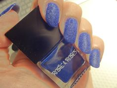 Blå velvet-manicure  Egne negle