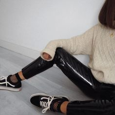 Sneakers For Girl : White And Black Retro Old-Stlye Low Vans With Fishnet Socks And Patent Leather T