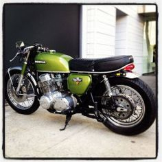 Diggin' this Honda Four cafe racer by DieselDemon. The love child of a ninja and motorbike. Classic BMW Honda CB 750 Four Cafe Racer Honda, Cb 750 Cafe Racer, Style Cafe Racer, Cafe Bike, Motos Honda, Honda Bikes, Honda Cb750, Honda Motorbikes, Scrambler