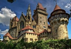 Chateau Medieval, Medieval Castle, Fantasy Castle, Fairytale Castle, Castle House, Castle Ruins, Beautiful Castles, Beautiful Buildings, Cathedral Church