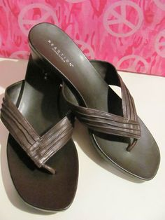 KENNETH COLE    REACTION BROWN    LEATHER THONG SANDALS    SIZE 8.5M    2 IN WEDGE    MINT CONDITION    FOR PREOWNED    AWESOME SANDALS    VERY COMFY    SUPER STYLISH    WONDERFUL ADDITION    TO YOUR WARDROBE