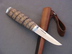 The finished knife.