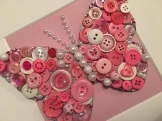 Cadeau de professeur. Button Art Projects, Button Crafts, Diy Craft Projects, Handmade Crafts, Diy And Crafts, Crafts For Kids, Arts And Crafts, Button Art On Canvas, Sequin Crafts