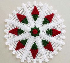Vintage granny square christmas tree free crochet pattern v Christmas Crochet Patterns, Holiday Crochet, Crochet Flower Patterns, Crochet Designs, Crochet Flowers, Knitting Patterns, Crochet Quilt, Thread Crochet, Crochet Motif