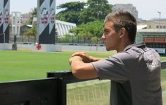 Com assédio de portugueses, joia do Vasco renova contrato por três anos #globoesporte
