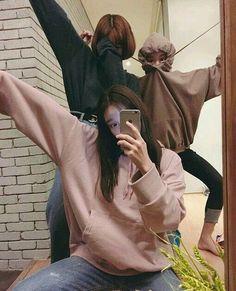 when ulzzang chinguuus go crazyyyyyyyy Mode Ulzzang, Korean Ulzzang, Ulzzang Girl, Bff Goals, Best Friend Goals, Squad Goals, Couple Ulzzang, Korean Best Friends, Photographie Portrait Inspiration