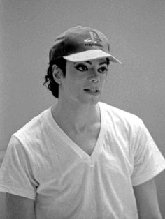 Nice! He's lookin all hot and stuff while still wearing a goofy looking hat. Not many men can pull that off! <3 MJ