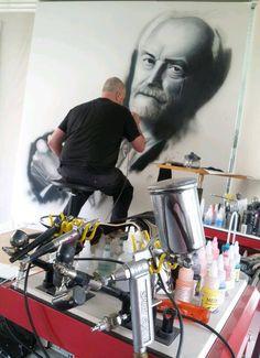 Airbrush artist Edwin Weimer at work !