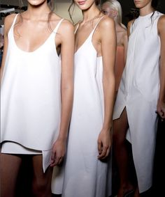 Lucas Nascimento - London Fashion Week such clear, fresh skin! White Fashion, Look Fashion, Fashion Beauty, Fashion Show, Womens Fashion, Young Fashion, Net Fashion, Dior, Models Backstage