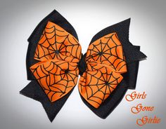 Halloween hair bow black and orange bow by GirlsGoneGirlie Halloween Hair Bows, Halloween Spider, Pinwheel Bow, Toddler Halloween, Pinwheels, Orange, Unique Jewelry, Handmade Gifts, Diy