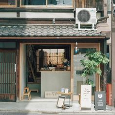 Showpieces For Home Decoration Cafe Shop Design, Cafe Interior Design, Interior Exterior, Store Design, House Design, Japanese Coffee Shop, Small Coffee Shop, Coffee Shops, Small Restaurant Design