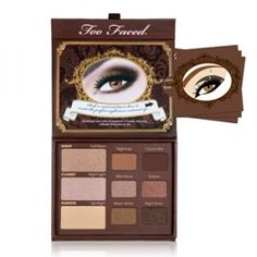 Too Faced Natural at Night eye shadow palette is set of intense but warm colors that create dramatic yet soft nighttime looks.
