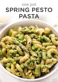 One Pot Spring Pesto Pasta. This healthy Spring Pesto Pasta combines homemade vegan pesto peas asparagus and artichokes for a perfect one-pot meal! Healthy Pasta Recipes, Healthy Pastas, Clean Eating Recipes, Whole Food Recipes, Vegetarian Recipes, Healthy Snacks, Dinner Recipes, Healthy Eating, Pesto Pasta