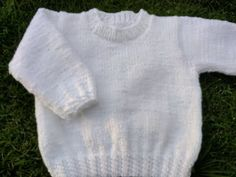 Knitting For Kids, Crochet For Kids, Baby Knitting, Crochet Baby, Knitted Baby Clothes, Crochet Videos, Baby Dress, Kids Outfits, Sweaters