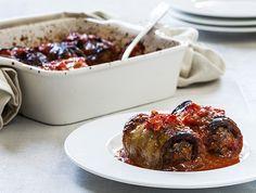 גלילות חצילים עם בשר ברוטב עגבניות (צילום: אסף אמברם ,אוכל טוב)