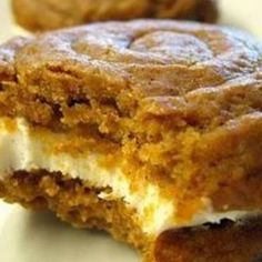 Dreamy Desserts: Pumpkin Whoopie Pies with Creamy Cream Cheese Filling . I love any kind of whoopie pie :) Pumpkin Recipes, Fall Recipes, Sweet Recipes, Cookie Recipes, Healthy Recipes, Pie Recipes, Yummy Recipes, Muffin Recipes, Healthy Snacks