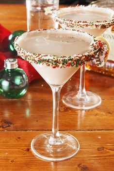 Do you love autumn cocktails? You have to try this sage and fig cocktail. This rum cocktail i .Do you love autumn cocktails? You have to try this sage and fig cocktail. This rum cocktail Winter Cocktails, Cocktails To Try, Holiday Cocktails, Fun Drinks, Yummy Drinks, Christmas Drinks Alcohol, Holiday Alcoholic Drinks, Christmas Martini, Christmas Cocktail Party