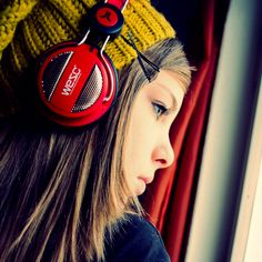 Japanese girls with headphones Girl With Headphones, Music Drawings, Digital Art Girl, Concert Posters, Listening To Music, Photoshoot, Hair Styles, People, Band Photography