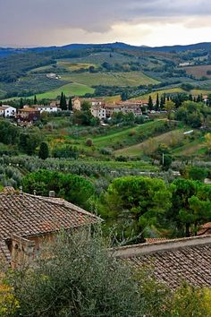 san gimignano, italy - Cole and I had lunch ( bruschetta, yum) with this very view. The Places Youll Go, Places To See, Italy For Kids, Menorca, Tuscany Landscape, Places In Italy, Amazing Destinations, Travel Destinations, Beautiful Places To Visit