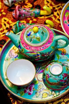 Peranakan, i always love this culture besides indian, malay and thailand..  By* Beezy *