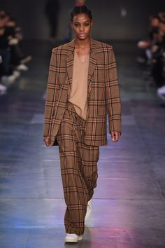 See the complete Ami Fall 2017 Menswear collection.
