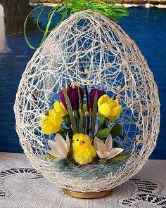 DIY Easter Egg Basket from Thread « Diy Decoration 2019 Easter Flower Arrangements, Easter Flowers, Easter Egg Crafts, Easter Projects, Easter Egg Basket, Easter Eggs, Diy And Crafts, Crafts For Kids, Burlap Crafts