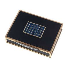 Van Cleef & Arpels Sapphire Diamond Gold Black Bakelite Box  circa 1935