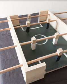 In the realm of wooden games, foosball is king. This mini home-made wooden baby-foot will make the happiness of all the lovers of the round ball! Woodworking Furniture, Kids Furniture, Woodworking Projects, Diy Wood Projects, Wood Crafts, Wood Games, Diy Kit, Diy Games, Baby Feet